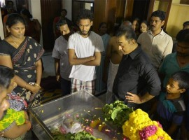 South Indian actor Kamal Hassan pay his last respect to Cinematographer NK Vishwanathan.