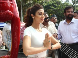 Bollywood actress Shilpa Shetty during the unveiling of Yoga statue near Pushpa Nursee Park at Juhu, in Mumbai on May 17, 2017.