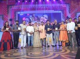 Telugu movie Rarandoi Veduka Chuddam audio launch event held in Hyderabad. Celebs like Naga Chaitanya, Rakul Preet Singh, Akkineni Nagarjuna and others graced the event.