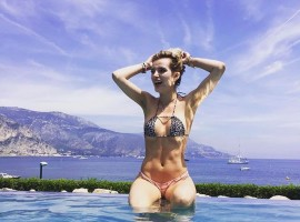 American actress and singer Bella Thorne shows off her incredibly fit figure.