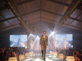 Bollywood actor Akshay Kumar walks the ramp for fashion designer Ramesh Dembla at the opening of the Luxury Style Week Men's Edition 2017 in Bengaluru on May 25, 2017.