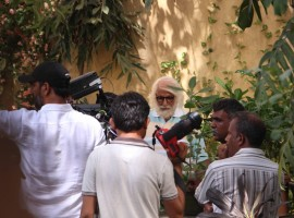 Bollywood actor Amitabh Bachchan spotted shooting for '102 Not Out' movie.