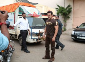 Bollywood actor Salman Khan promotes Tubelight movie.