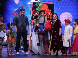 This Saturday COLORS' kids comedy talent hunt show Chhote Miyan Dhaakad will have its Dhamakedaar Grand Finale in the presence of judges Neha Dhupia and Sohail Khan. The Grand Finale, scheduled to air on Saturday 24th June 2017, will see the young guns of comedy make the final attempt to impress with their comic timings and laughter-inducing acts.