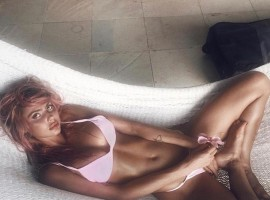 Australian model Sahara Ray shows off pin-up physique in nautical bikini.