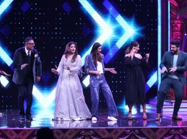 The Cast of Mubarakan Shake a Leg on Sabse Bada Kalakar