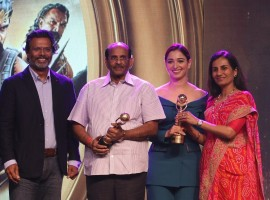 Baahubali Actress Tamannaah Bhatia & Writer Vijayendra Prasad won the Global Indian Impact Icon Award at NRI Awards 2017. The Award was present by MK Anand - MD & CEO of TIMES Network & Chanda Kochhar - MD & CEO of IC.