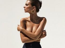 Emily O'Hara Ratajkowski flaunts her sensational assets.