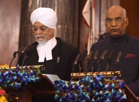 Chief Justice J.S. Khehar administered the oath of office to Kovind in the presence of outgoing President Pranab Mukherjee and Prime Minister Narendra Modi in Parliament's Central Hall.