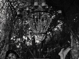 Supermodel Kendall Jenner has posed naked below a chandelier, and in her own innovative way, she has tried to urge fans not to smoke. Kendall posted the image on Instagram on Monday, reports dailymail.co.uk.
