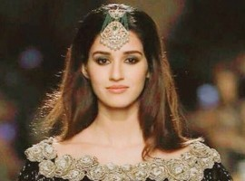 Young and vivacious Disha Patani added glamour to the Manav Gangwani's show at the India Couture Week (ICW) 2017 when she walked for the designer as a showstopper in black trousseau with 'maang tikka' adding drama to her looks.