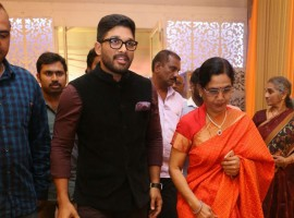 Allu Arjun, mother Nirmala Allu at Shyam Prasad Reddy daughter Maithri wedding.