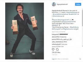 Tiger Shroff picked up not one but two awards for his films last year at the recently held Big Zee Entertainment awards. Tiger Shroff, who has raised by the bar for action and dance in the industry was applauded for both at the award function. He won the award of