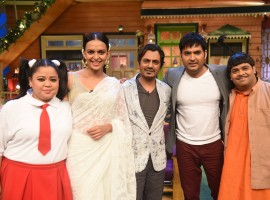 The Cast of The Kapil Sharma Show with Babumoshai Bandookbaaz.