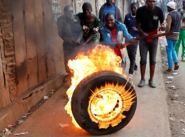 Supporters of opposition leader Raila Odinga set up flaming tyre barricade in Kibera slum in Nairobi, Kenya, August 9, 2017.
