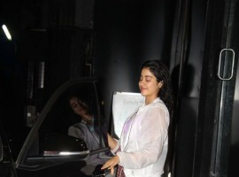 View photos of Jhanvi Kapoor Spotted At Tip & Toe Juhu