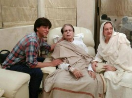 Shah Rukh Khan paid a visit to veteran actor Dilip Kumar, who calls the superstar his