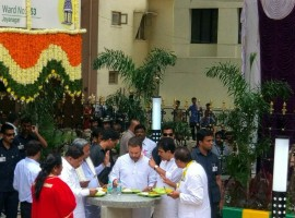 Congress Vice President Rahul Gandhi, Chief Minister Siddaramaiah, city Mayor G. Padmavathi, Karnataka Pradesh Congress Committee President G. Parameshwara had lunch at Indira Canteen.