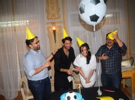 The makers of Tu hai Mera Sunday surprised Barun Sobti by visiting his television dailysoap set Iss Pyaar Ko main kya naam Doon just a day prior to his birthday. Varun Shah, Milind Dhaimade and Barun Sobti's wife were present to give Barun a surprise.