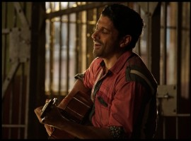 1. Based in Prison: The premise of Lucknow Central revolves around a prison known as 'Lucknow Central'. The story further traces the journey of Kishen Mohan Girhotra played by Farhan Akhtar and the inmates played by Gippy Grewal, Deepak Dobriyal, Rajesh Sharma and Inaamulhaq. Prison Break, as the name suggests is also an American TV Series based inside a prison. The series traces the journey of two brothers Michael Scofield and Lincoln Burrows, as they hatch a plan to set out of prisons.