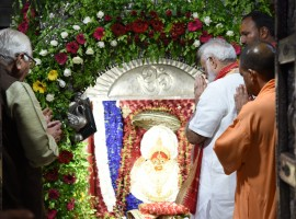 PM Narendra Modi at Durga Mata Temple in Varanasi.