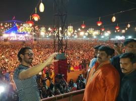 Superstar Aamir Khan celebrated the festival of Navratri in Baroda while he visited the city to promote his upcoming film 'Secret Superstar'. The actor along with his upcoming talent Tirth Sharma attended the Navratri festival on Sunday night in Baroda. Aamir Khan who is seen launching new 'Secret Superstars' with his upcoming film, visited Baroda to launch Tirth Sharma who will be seen playing the role of Chintan, a close friend of Insia played by Zaira Wasim. After director Advait Chandan and singer Meghna Mishra, Tirth Sharma is the third Secret Superstar that the film would unfold.