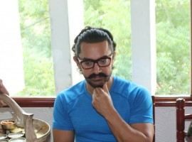 Aamir Khan in the capacity of producer is currently busy promoting his upcoming film 'Secret Superstar' starring Zaira Wasim in the lead. Aamir Khan is launching new talents with his film 'Secret Superstar'. After director Advait Chandan and singer Meghna Mishra, Aamir Khan launched the third Secret Superstar from the film Tirth Sharma. 'Secret Superstar' is not only based in Baroda but also completely shot in the city of Gujarat. The third talent Tirth Sharma also hails from Baroda, therefore the team of Secret Superstar visited the city.