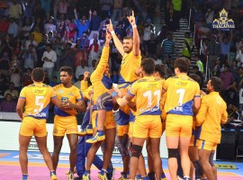 Till the last couple of minutes, Thalaivas didn't look like winning the match but Thakur scored three raid points in the last minute to lead his team to victory. Thakur ended with 13 points and was supported by Prapanjan who contributed nine points. Sachin scored 11 points for Gujarat. Gujarat are top of the table in Zone A with 61 points from 16 matches while Thalaivas are bottom of the table in Zone B with 28 points from 13 matches. The first few minutes of the match saw teams exchanging raid and tackle points. Prapanjan's super raid in the fourth minute gave the Thalaivas a 5-3 lead.