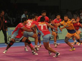 Jaipur Pink Panthers rode on a solid performance to beat Tamil Thalaivas 27-26 in Inter Zone Challenge Week of the fifth Pro Kabaddi League here on Friday. In what was a closely-fought encounter, both teams scored the equal number of raid and tackle points and it was Jaipur's experience that pushed them over the line in the end.