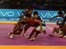 Gujarat Fortunegiants made short shrift of Dabang Delhi hammering them 42-22 in the fifth Pro Kabaddi League (PKL) here on Tuesday. It was yet another dismal showing by Delhi as they crashed to their 14th defeat of the campaign. Delhi's defence had a terrible game as they scored just four points in the match.