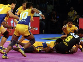 Players in action during a Pro Kabaddi League 2017 match between Tamil Thalaivas and Telugu Titans.