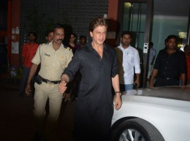 Shah Rukh Khan arrives in style at Arpita Khan's Diwali bash!