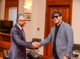 Bollywood actor Vivek Oberoi says he felt honoured to meet Mauritius Prime Minister Pravind Jugnauth here. Vivek took to Twitter on Sunday to share photographs in which he is seen shaking hands with Jugnauth.
