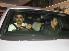 Bollywood actor Ritesh Deshmukh spotted at Vashu Bhagnani's house.