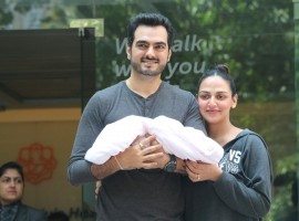 Actress Esha Deol comes out along with her husband Bharat Takhtani after being released from a Mumbai hospital after she gave birth to a baby girl on Oct 23, 2017.