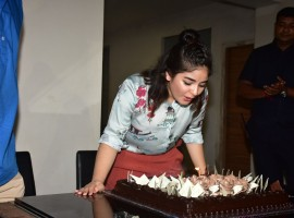 After receiving immense love and applause from the audience for her power-packed performance in Secret Superstar, Zaira Wasim today celebrated her 17th birthday with director Advait Chandan.