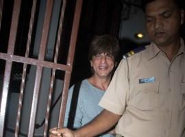 Bollywood actor Shah Rukh Khan spotted outside Shankar Mahadevan's studio in Bandra, Mumbai.