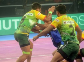 Patna skipper Pardeep Narwal led from the front to score 34 points, the most by any raider in the history of Pro Kabaddi, and also became the first man to reach 300 raid points in Season 5. Haryana's famed defence led by Surender Nada and Mohit Chhillar failed miserably as they could score just three tackle points. Monu Goyat made a superb start as he came up with a super raid in the second minute to give Patna a 4-1 lead. Haryana tied the match 4-4 in the fifth minute, scoring a raid and tackle point. Pardeep scored his first raid point in the sixth minute as Patna led 5-4 before the Haryana defence sent Pardeep Narwal to the bench in the 10th minute as they reduced the gap to 6-7.