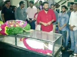 Actor Mohanlal pays their last respect to director IV Sasi.