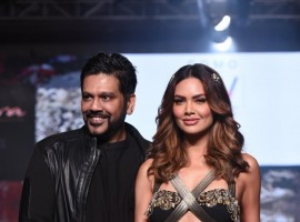 Esha Gupta showcase a creation of Designer Rocky S during India Beach Fashion Week.