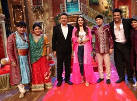 Anu Malik, Raveena Tandon and Altaf Raja pose with the atists of The Drama Company.
