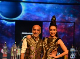 Shraddha Kapoor ramp walk at Blender's Pride Fashion tour for Manish Arora.