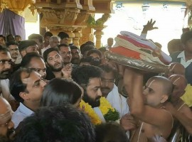 Jr NTR spotted at Bhadrachalam temple premises along with his wife Lakshmi Pranathi