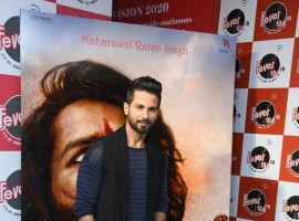 Bollywood actor Shahid Kapoor promotes Padmavati at Radio Mirchi in Mumbai.
