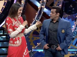 Bollywood Actress Deepika Padukone promotes Padmavati on Salman Khan's Bigg Boss 11.