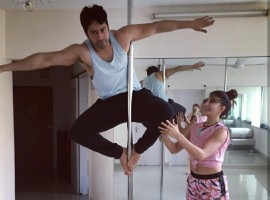 Varun Dhawan and Jacqueline Fernandez were last seen in their blockbuster hit, Judwaa 2. After the huge success of their movie, the super hit Jodi was seen doing the pole dance together.