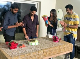 Actor Naga Chaitanya celebrates his birthday on sets of Savyasachi with director Chandoo Mondeti, Vennela Kishore & heroine Nidhhi Agerwal.