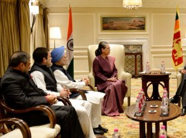 Congress President Sonia Gandhi and former Prime Minister Manmohan Singh on Thursday met Sri Lankan Prime Minister Ranil Wickremesinghe here.