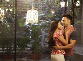 After touching everyone's heart with the lovely romantic song 'Ambarsariya' in the first film 'Fukrey' the makers are all set to make us fall in love with the love song from 'Fukrey Returns' titled 'Ishq De Fanniyar'. The third song from the film is all set to remind us of the much loved Ambarsariya from the prequel. The singer Jyotica Tangri has created magic with her vocals, giving the song a beautiful and romantic feel. Just like the prequel, the love song 'Ishq De Fanniyar' will feature Pulkit Samrat and Priya Anand.