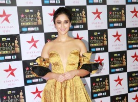 Ileana D'Cruz poses for the cameras at the Star Screen Awards at Bandra Kurla Complex in Mumbai.
